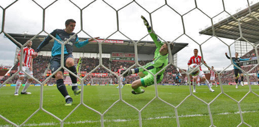 van Persie levelling matters at Stoke (picture from Arsenal.com)